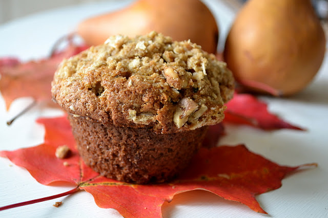 Spiced Vanilla Pear Streusel Muffins