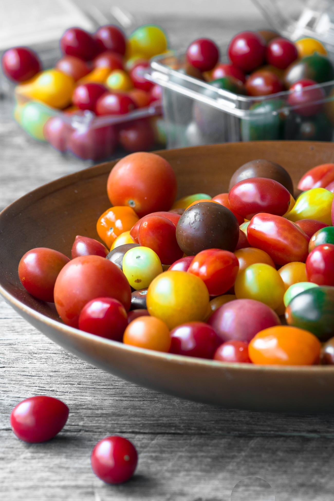 How to Dry Cherry Tomatoes ~ colorful cherry tomatoes in a wooden bowl