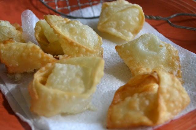 frying crispy goat cheese wontons
