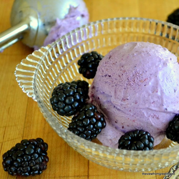 no churn blackberry ice cream in a glass bowl with fresh berries