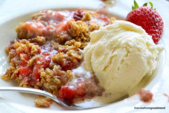 strawberry rhubarb skillet crumble