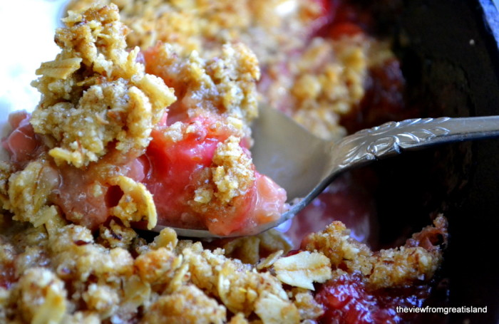 strawberry rhubarb skillet crumble 4