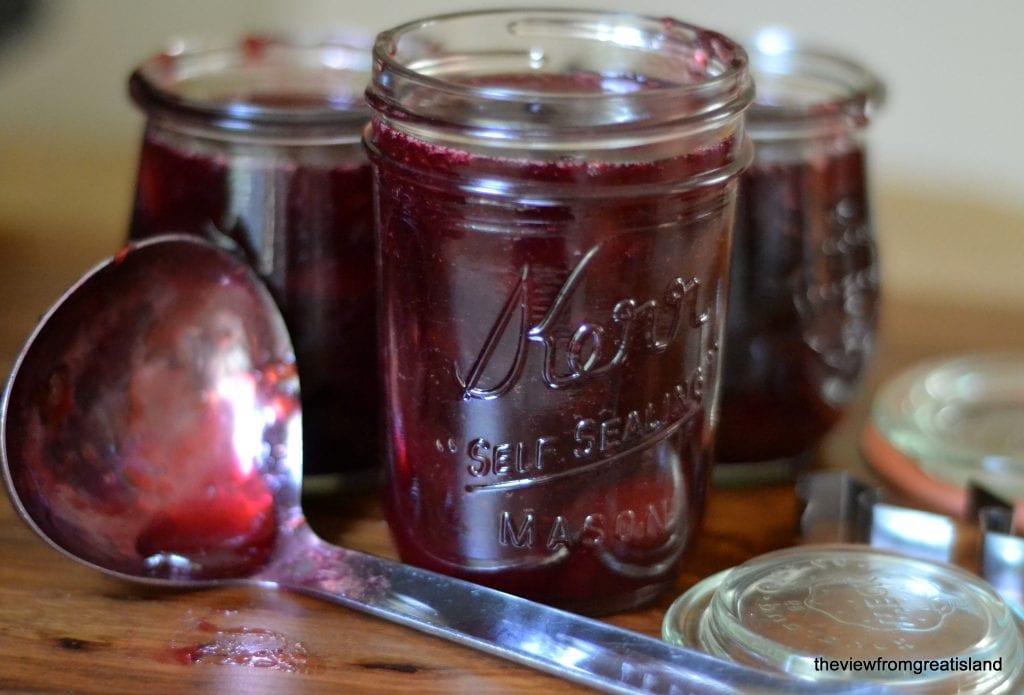 Minimal Monday: Vanilla Bean Pluot Jam