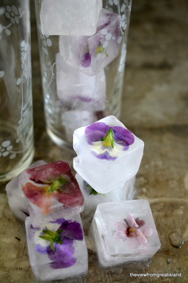 How to make flower ice cubes 4