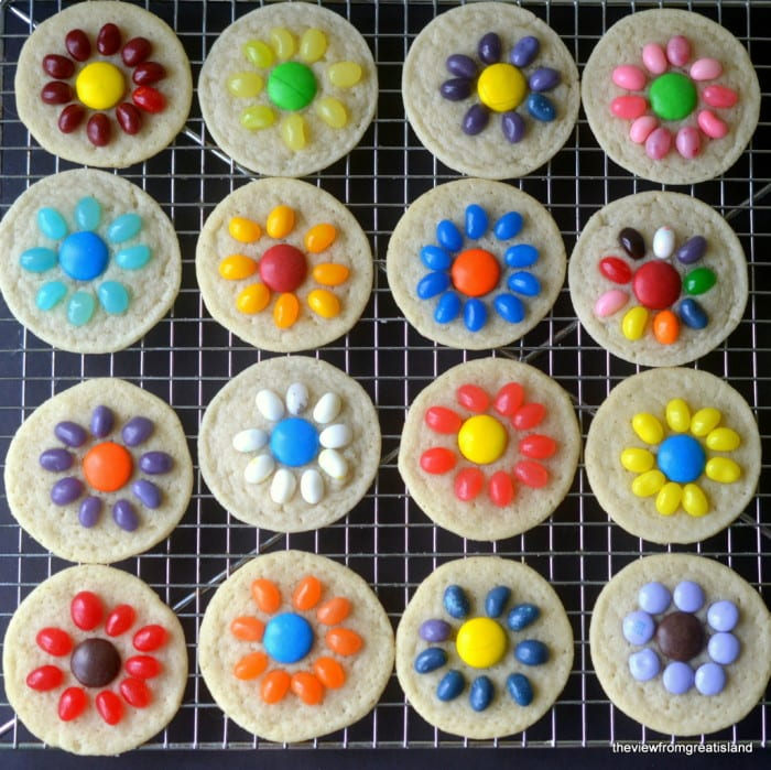Easy Jelly Bean Flower Cookies ~ a quick and easy springtime slice and bake sugar cookie that kids can do themselves! Great for Easter and Mother's Day.