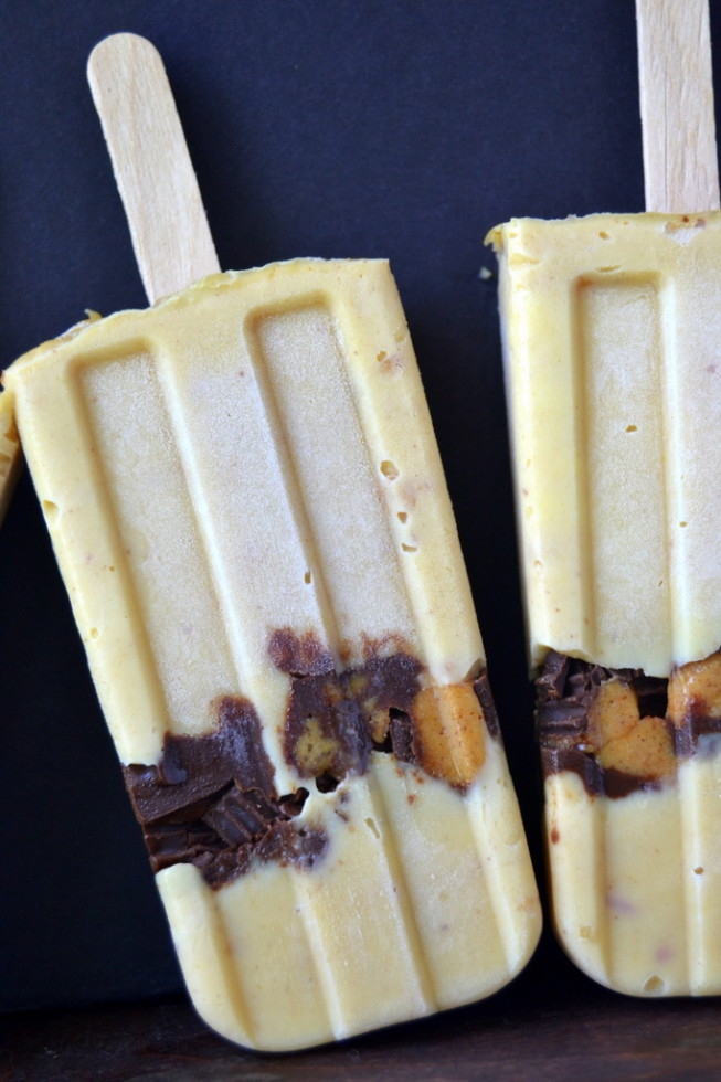 Peanut butter pudding pops with peanut butter cups!