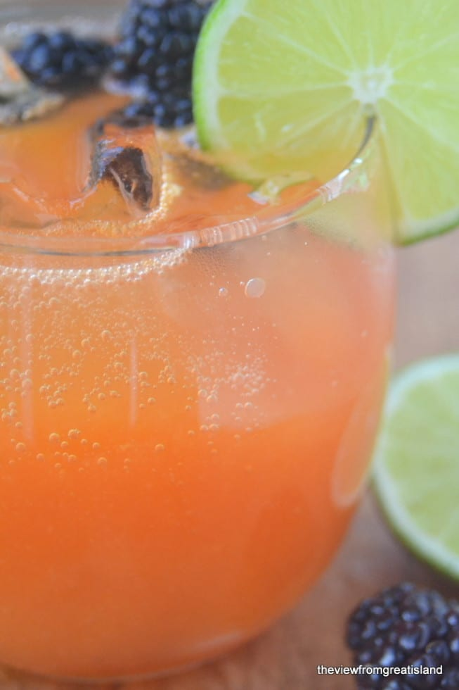 Refreshing Papaya and Lime Agua Fresca
