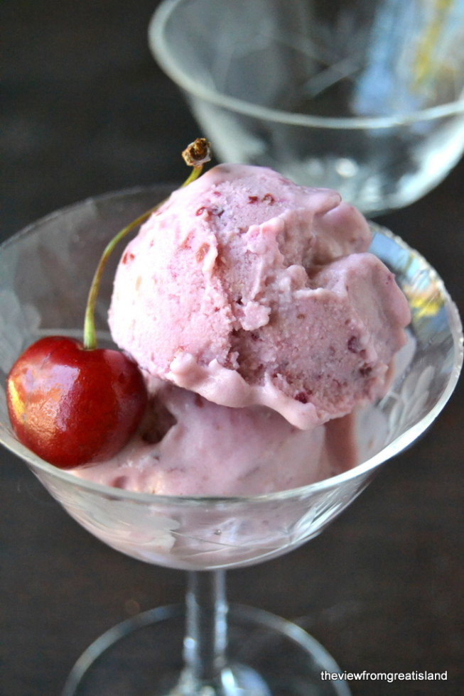 2 ingredient Cherry Frozen Yogurt