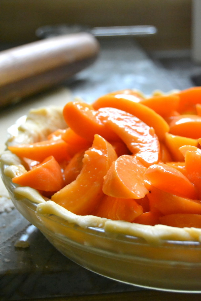 Sliced apricots for an apricot pie