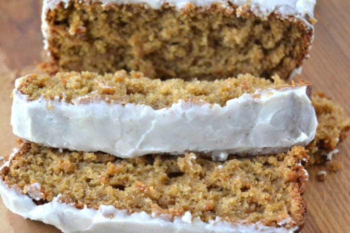 Spiced Apple Cake ~ a moist and delicious cake pefect for dessert, coffee break, or breakfast!