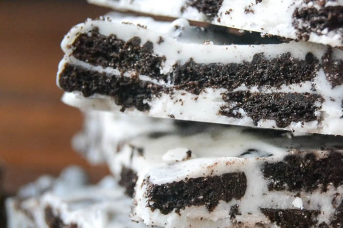 2-ingredient cookies and cream bark candy