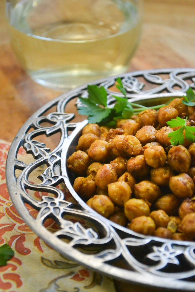 spicy and crunchy roasted chickpeas