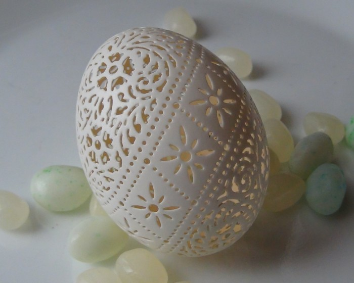 beautifully carved Victorian Lace Egg