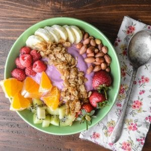 fruit and yogurt smoothie bowl
