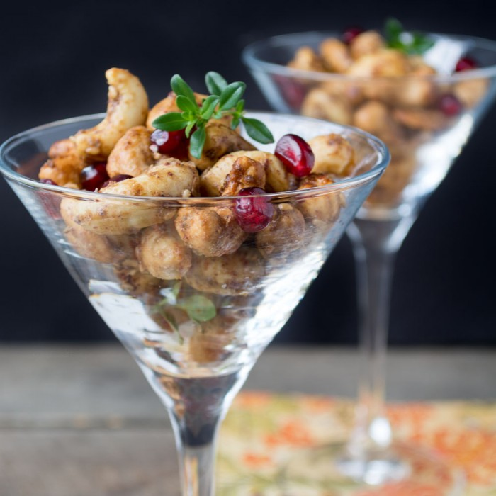 za'atar spiced cashews make an easy holiday appetizer