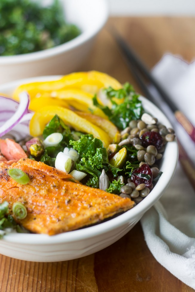 A recipe for an easy and healthy Salmon Bowl with Kale and Lentils