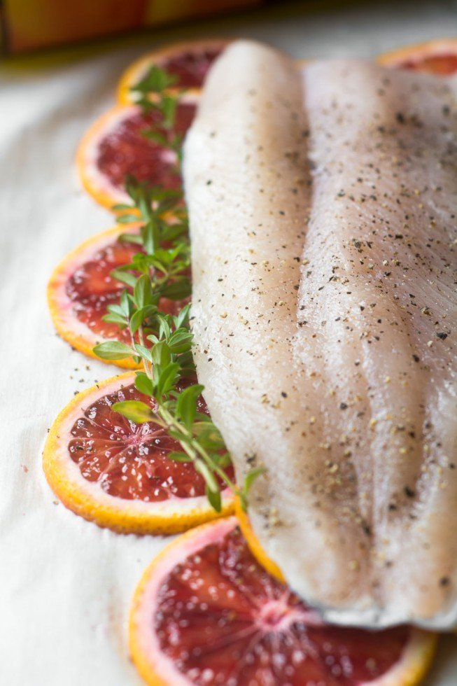 Low calorie, low carb, Paleo fish baked with blood oranges and thyme
