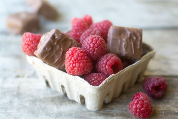 SNICKERS® with fresh berries