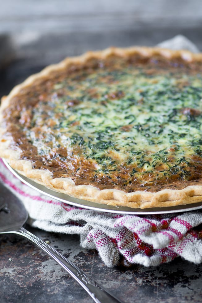 Spinach Artichoke Quiche ~ a meatless meal with all the wonderful flavors of everybody's favorite dip! ~ theviewfromgreatisland.com