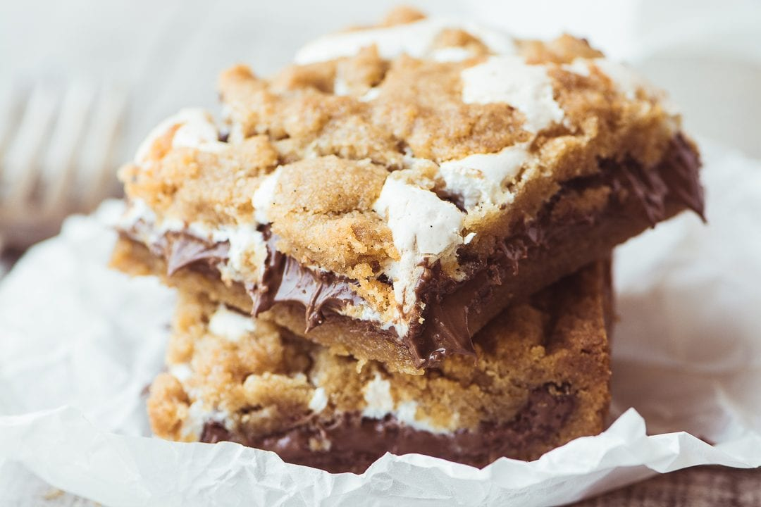 Nutella S'mores Bars ~ everybody's favorite campfire treat in an ooey gooey bar!