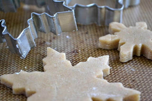cutting speculaas cookies