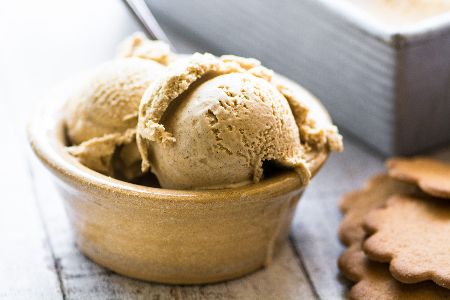 gingerbread ice cream in a small bowl