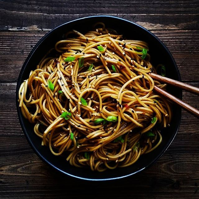 garlic noodles in a black bowl
