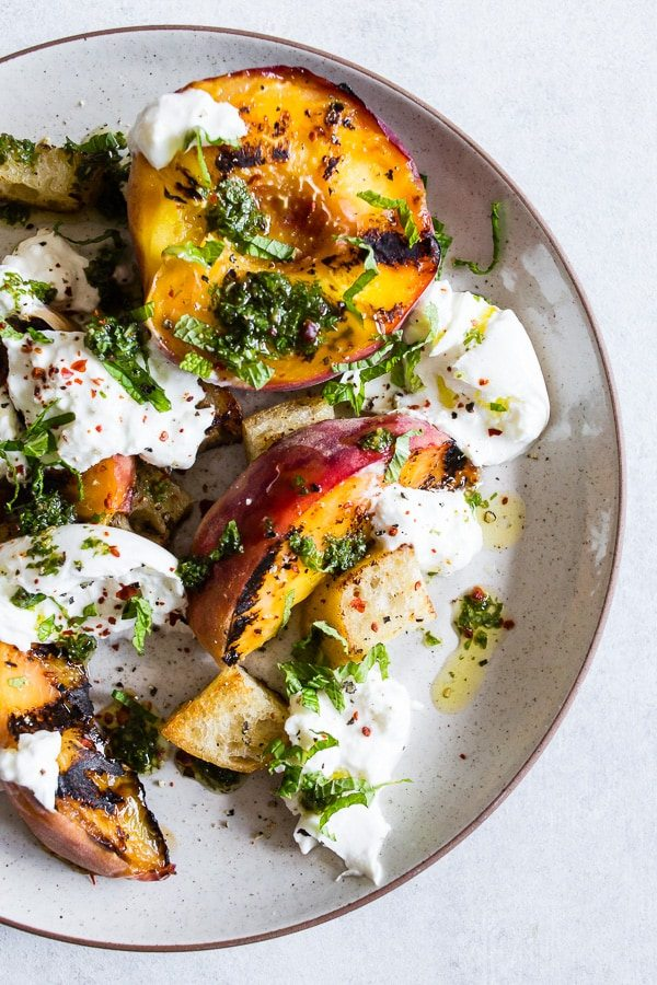 Grilled peach burrata salad