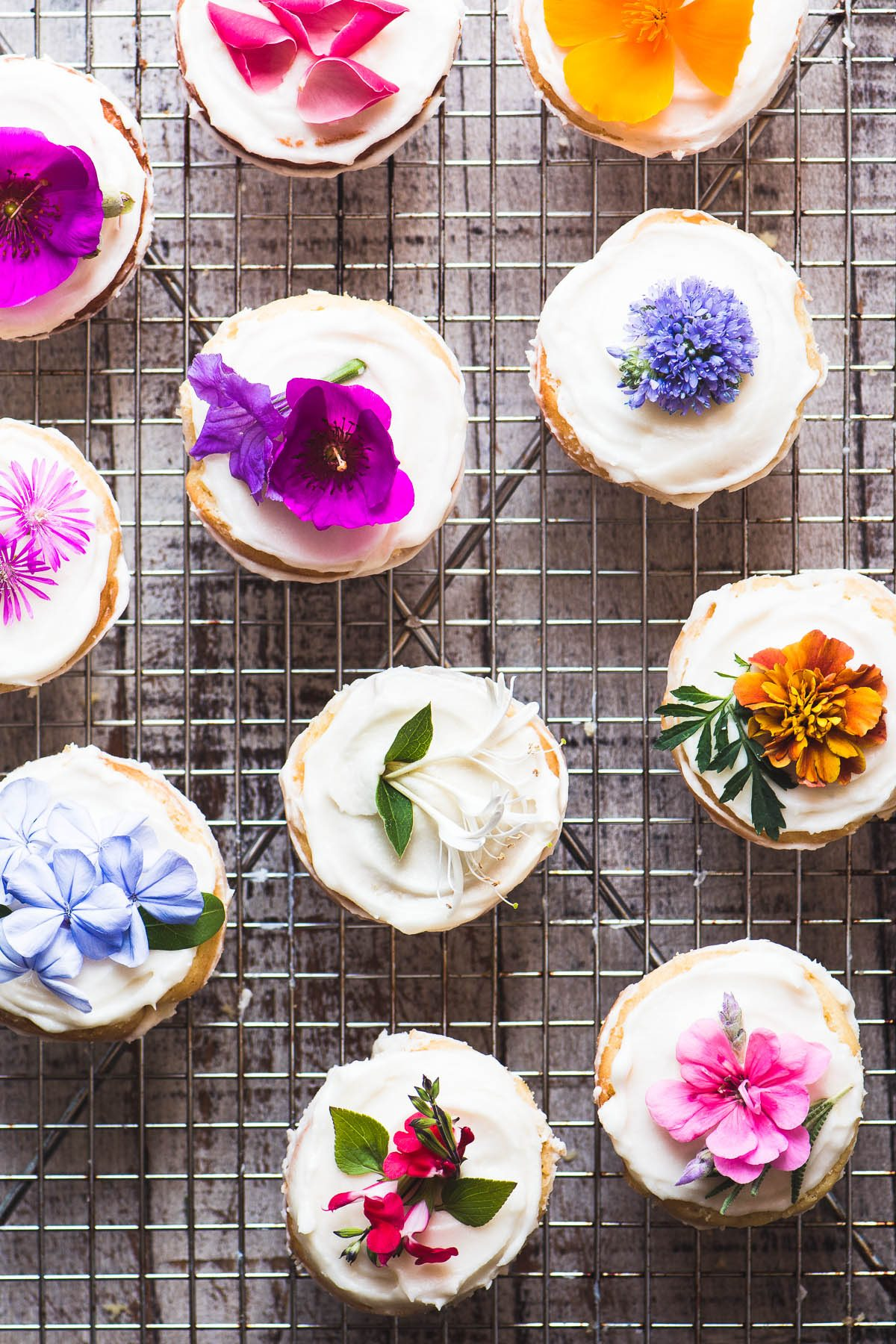 overhead photo of naked cucakes decorated with flowers