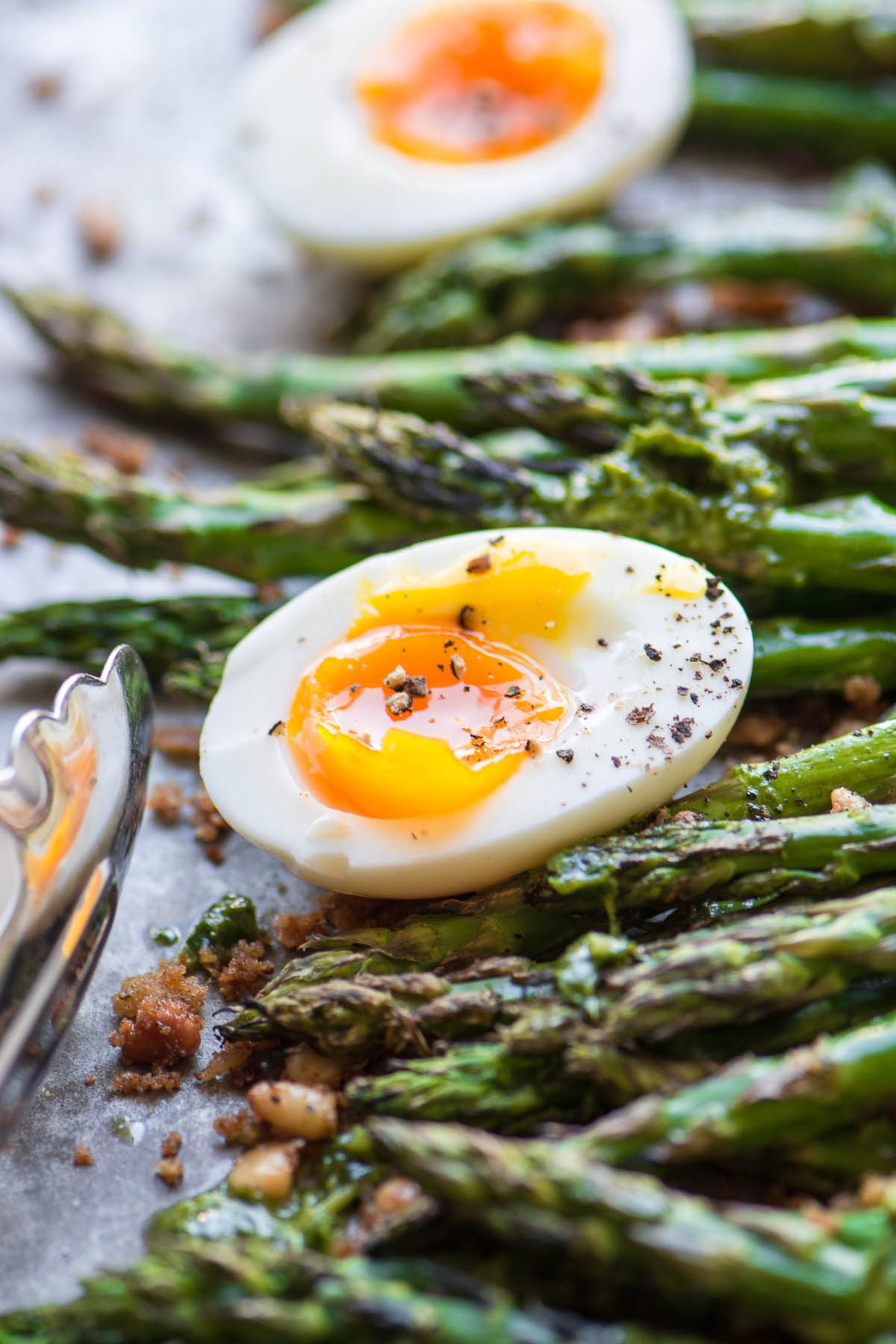 Roasted asparagus with a runny egg