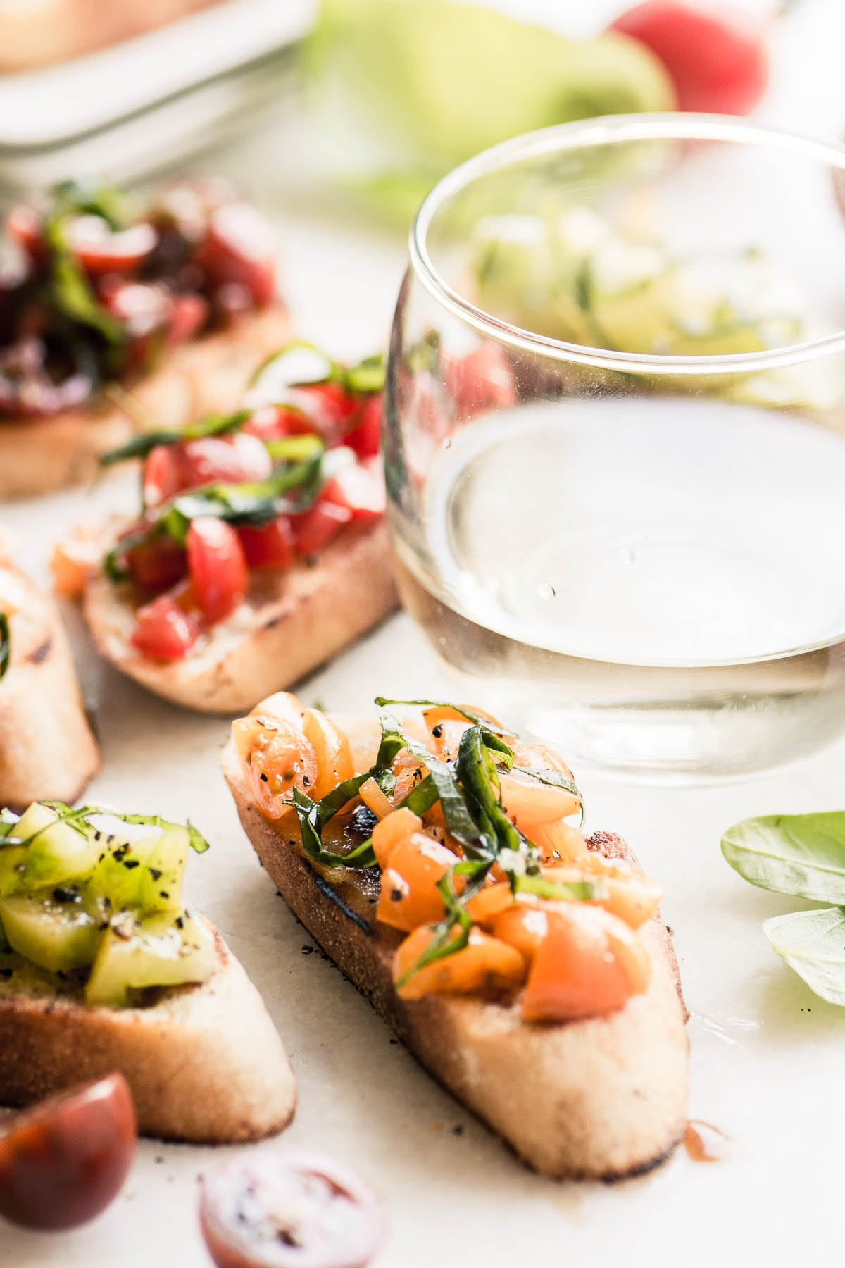 Tomato bruschetta with white wine