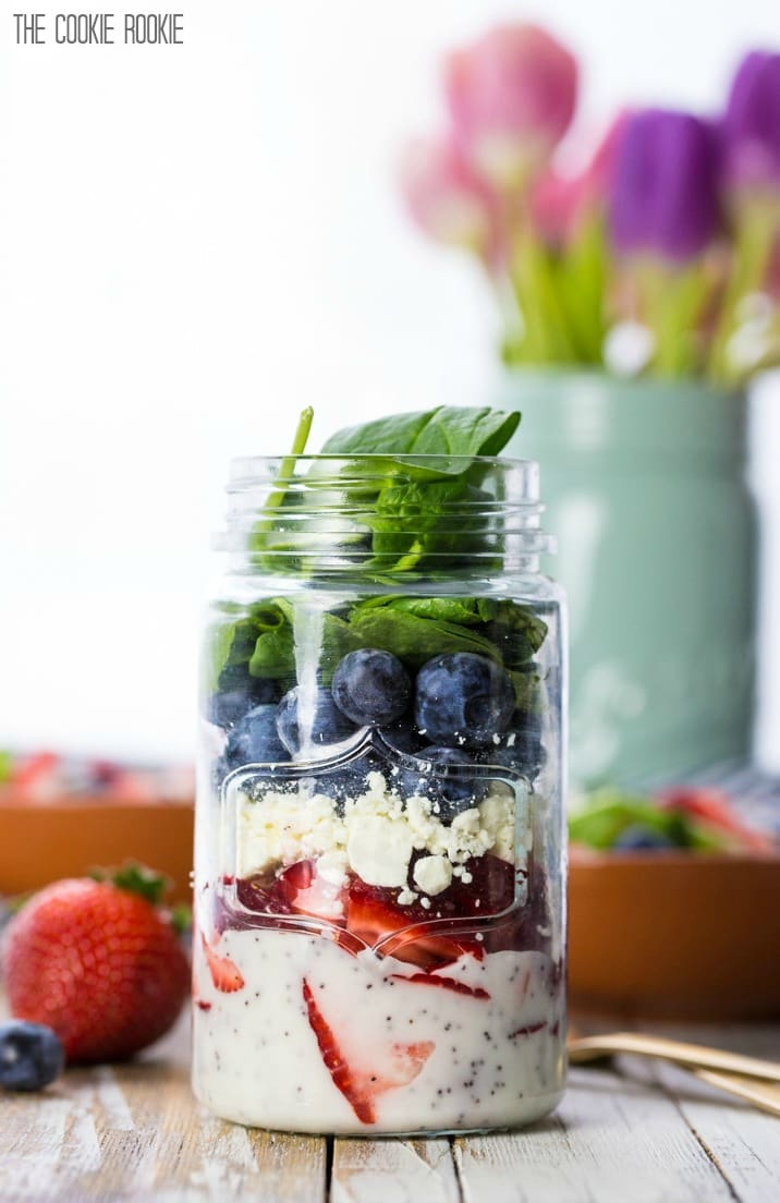RED WHITE AND BLUE RECIPES YOU ACTUALLY WANT TO EAT! Red White and Blue Mason Jar Salad