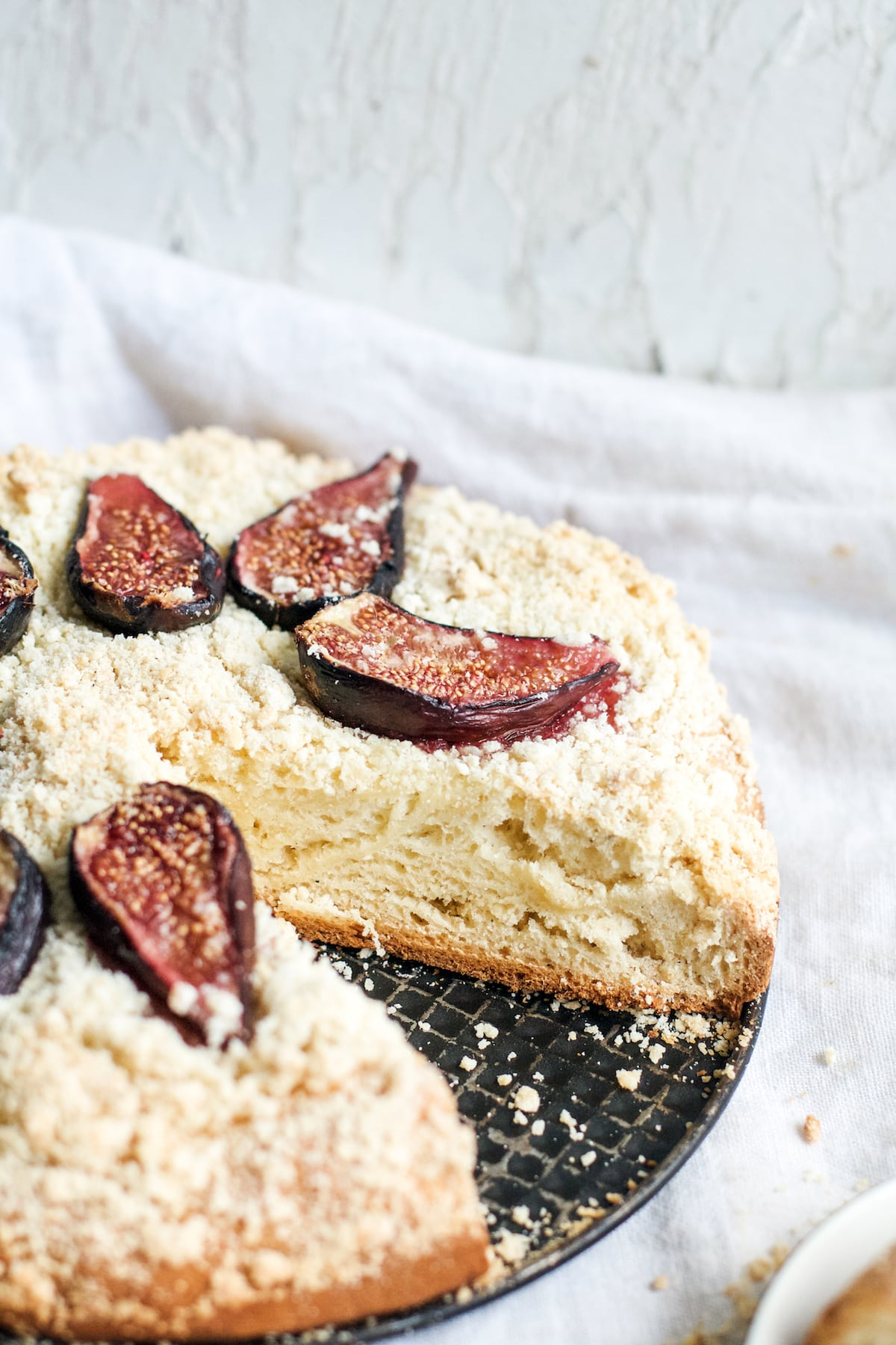 Yeasted fig cake