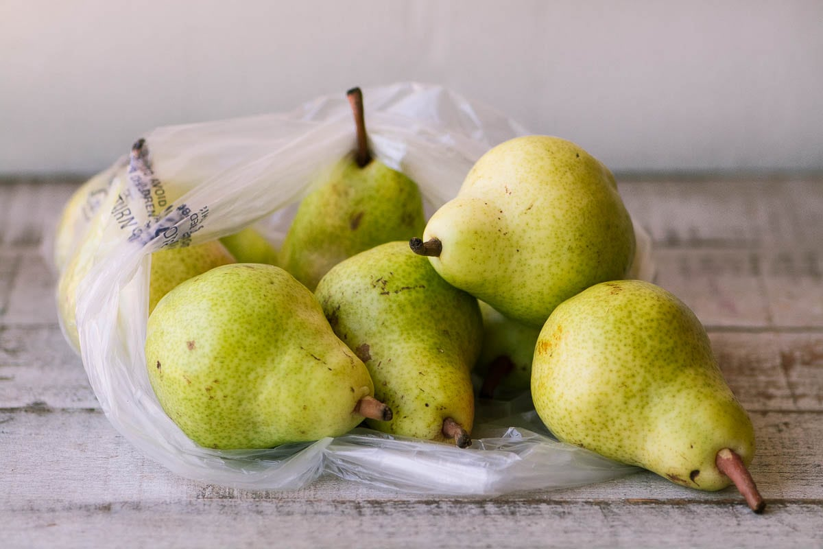 Bartlett pears for Pear Salad with Walnut Vinaigrette