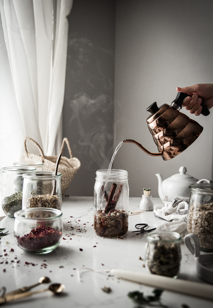 Making tea in a mason jar