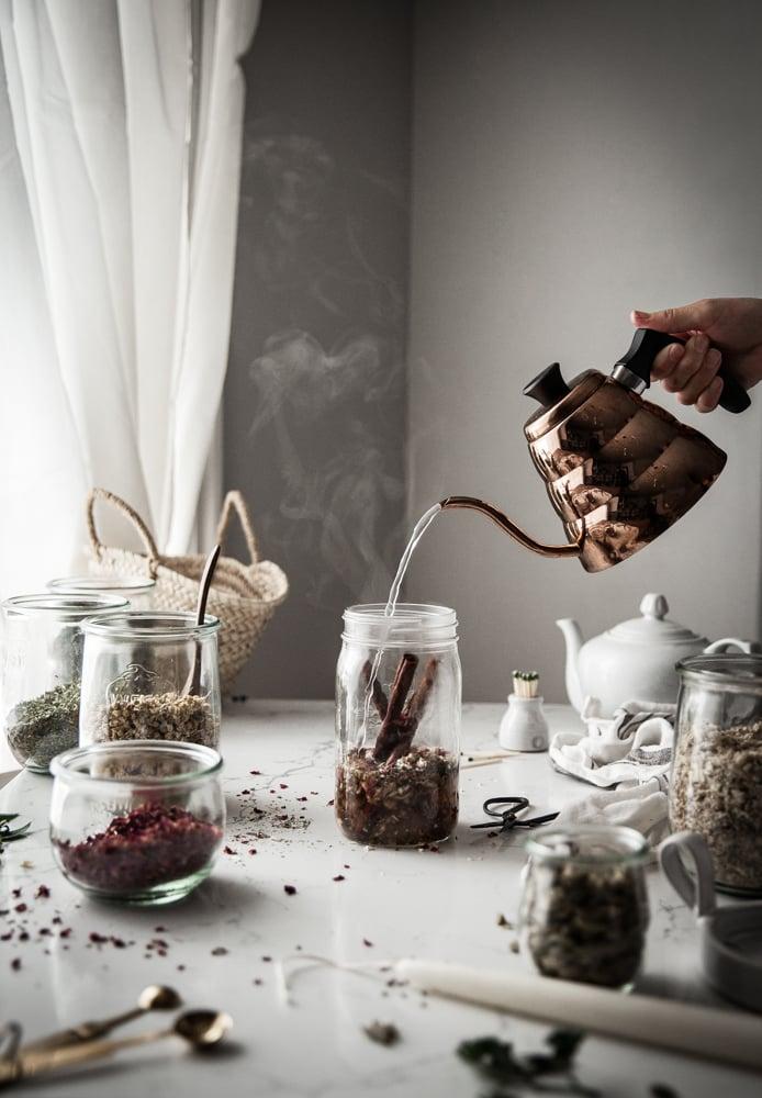 Making tea in a mason jar