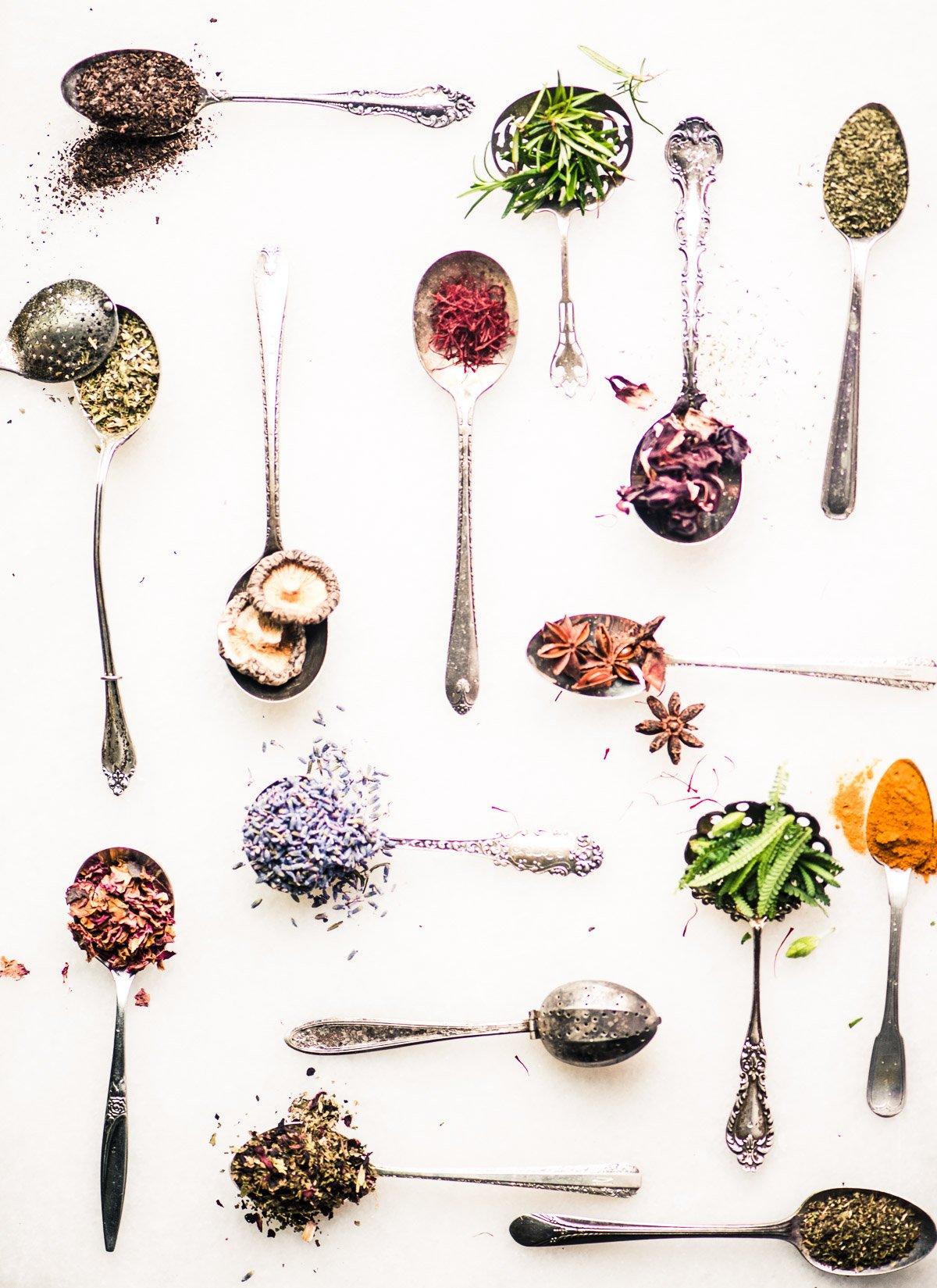 tea spoons with various tea ingredients