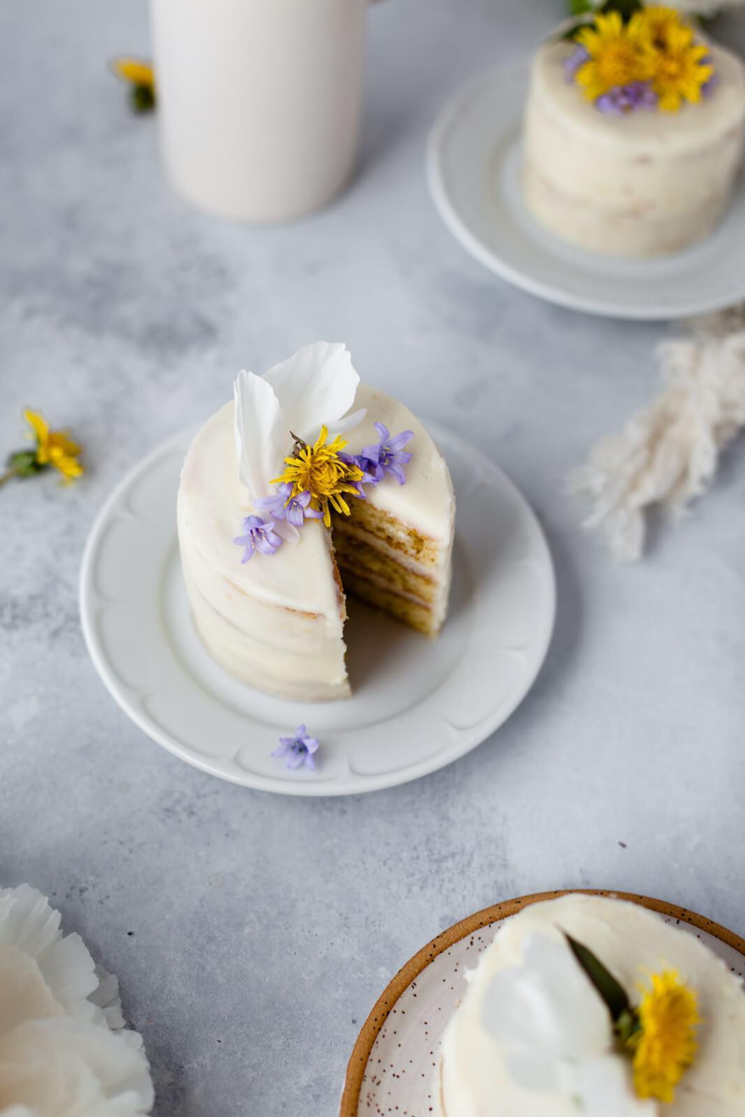 Dandelion Mini Cakes