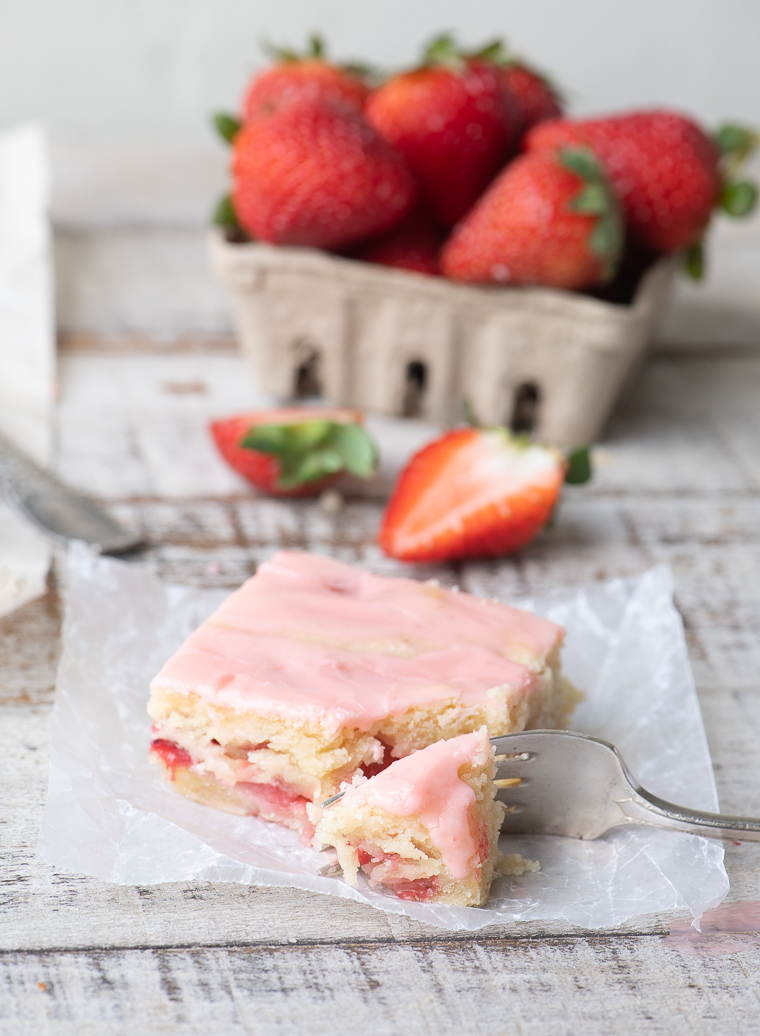 A strawberry lemon blondie with fresh strawberries