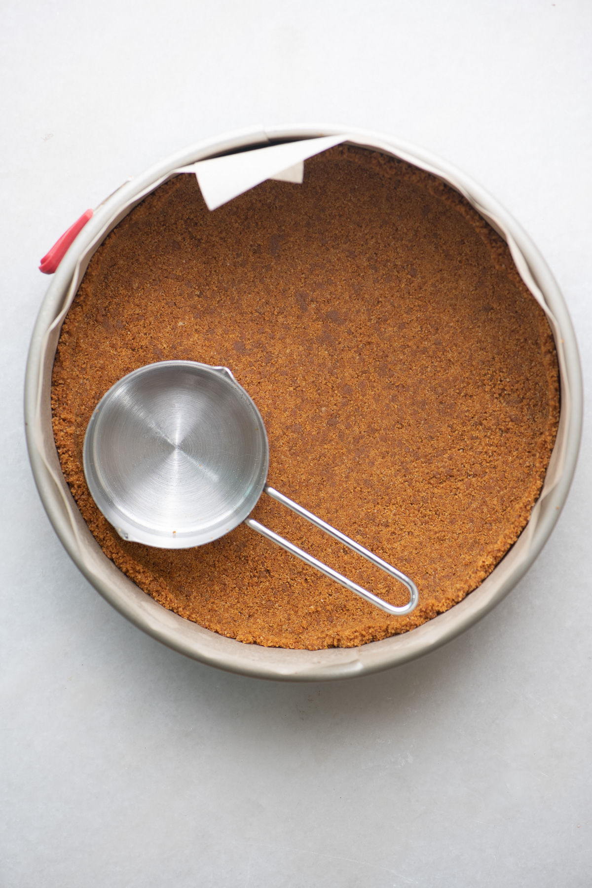 Making a gingersnap crumb crust