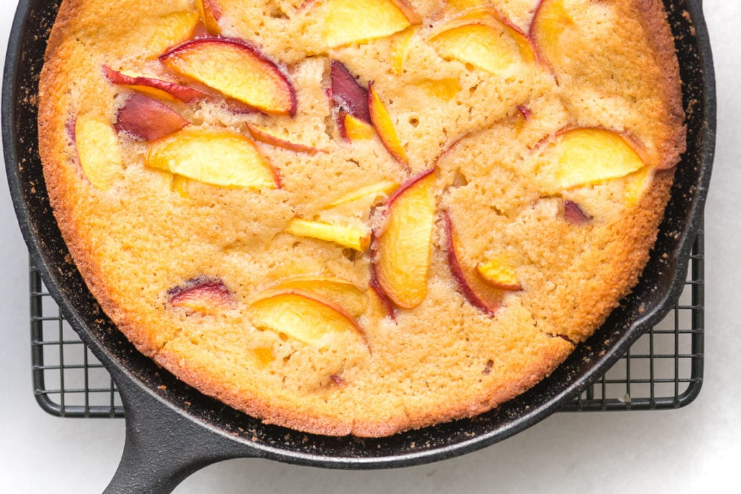 peach buckle in a cast iron skillet