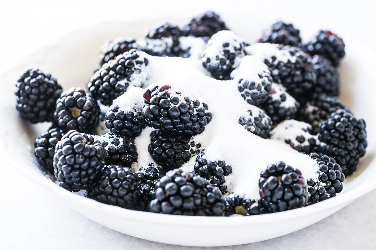 blackberries with sugar