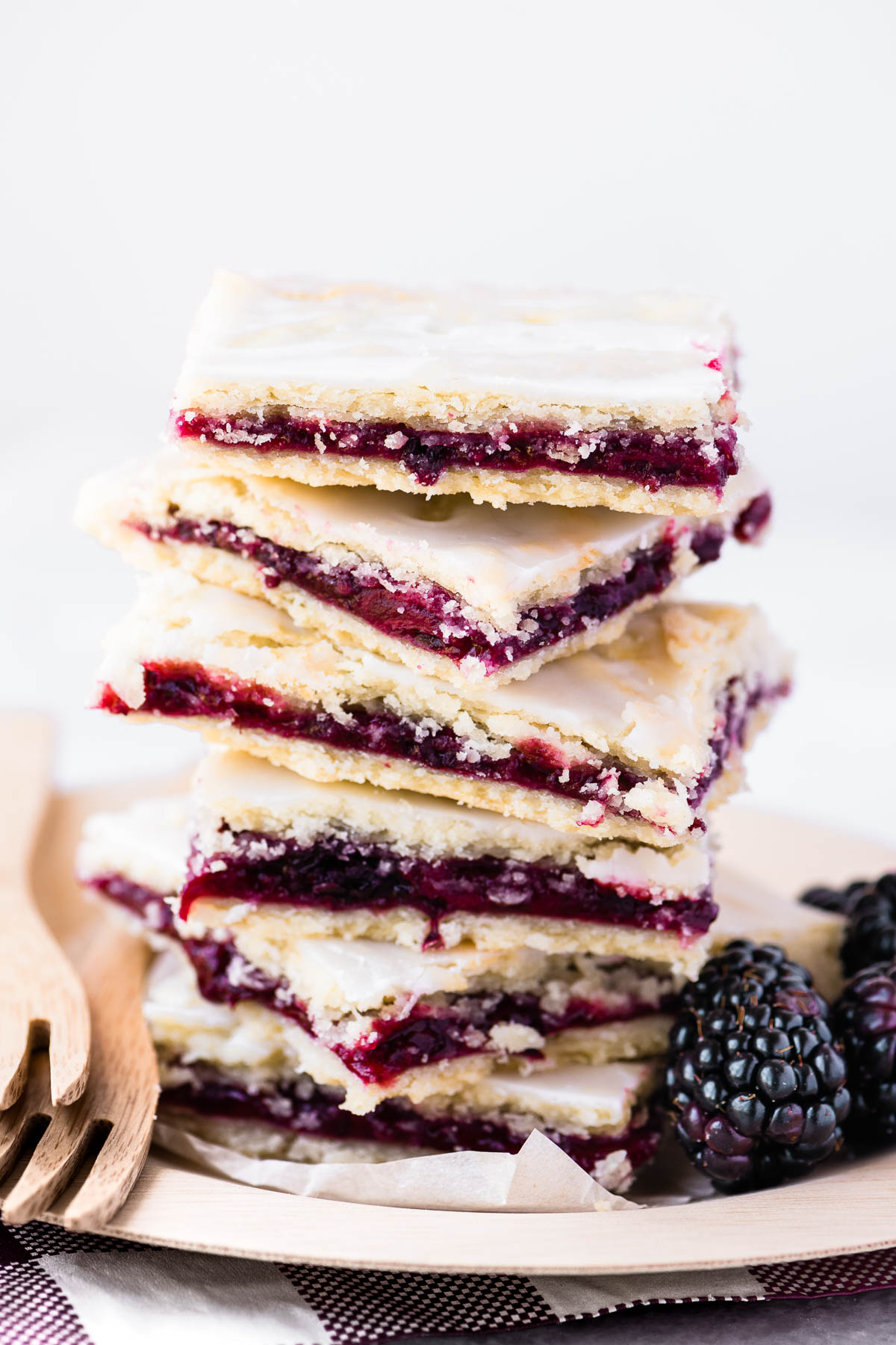 blackberry slab pie bars