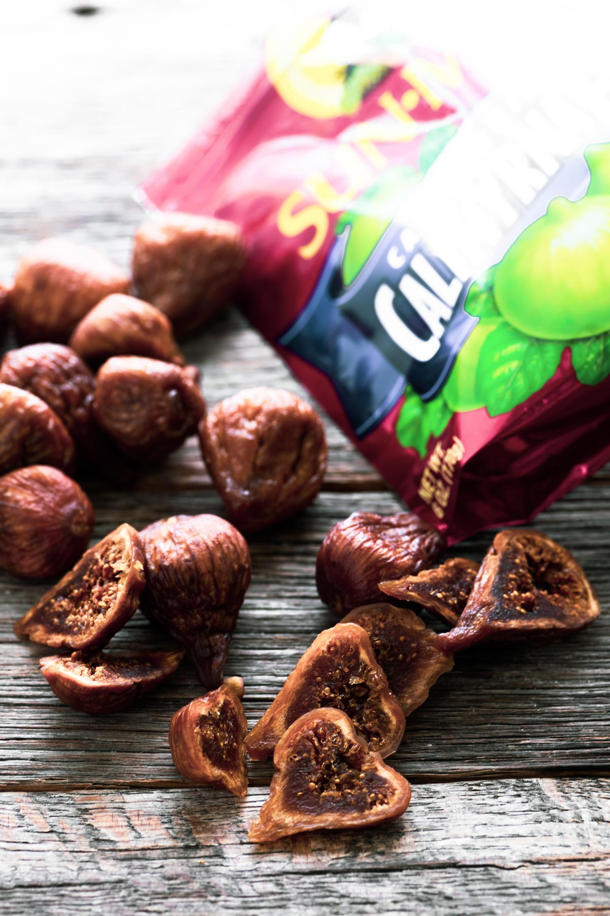 dried figs with bag