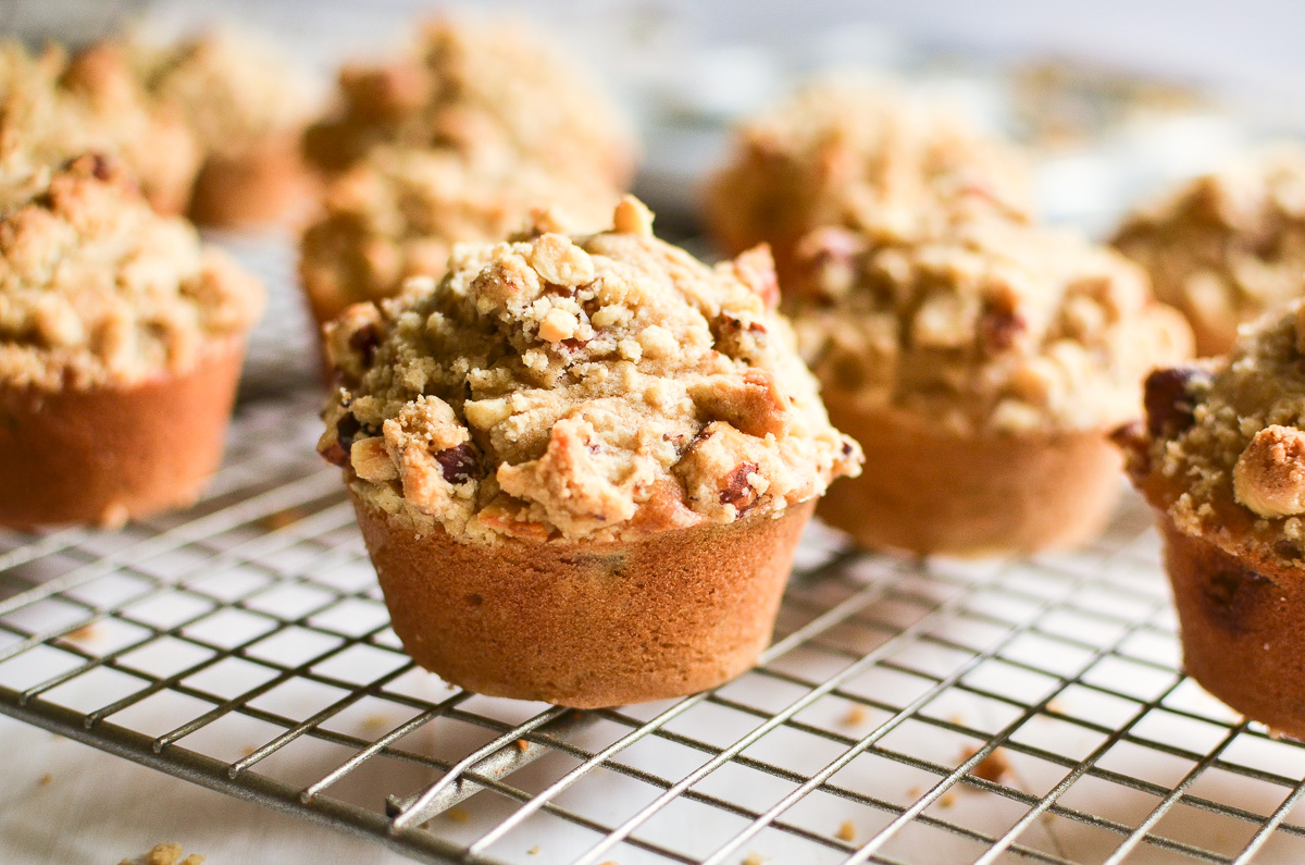pear muffins with hazelnut streusel