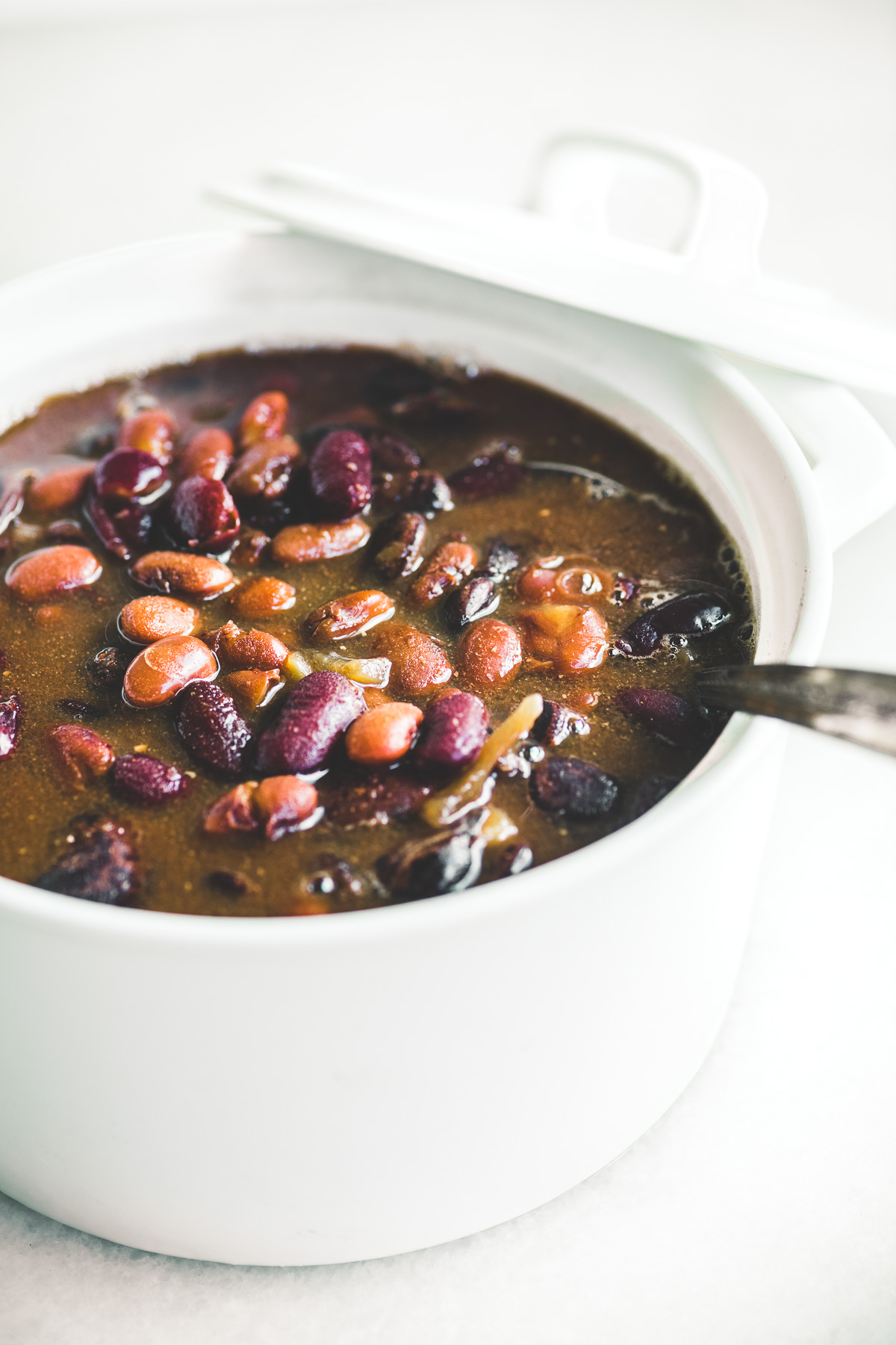 Baked beans in a white bean pot