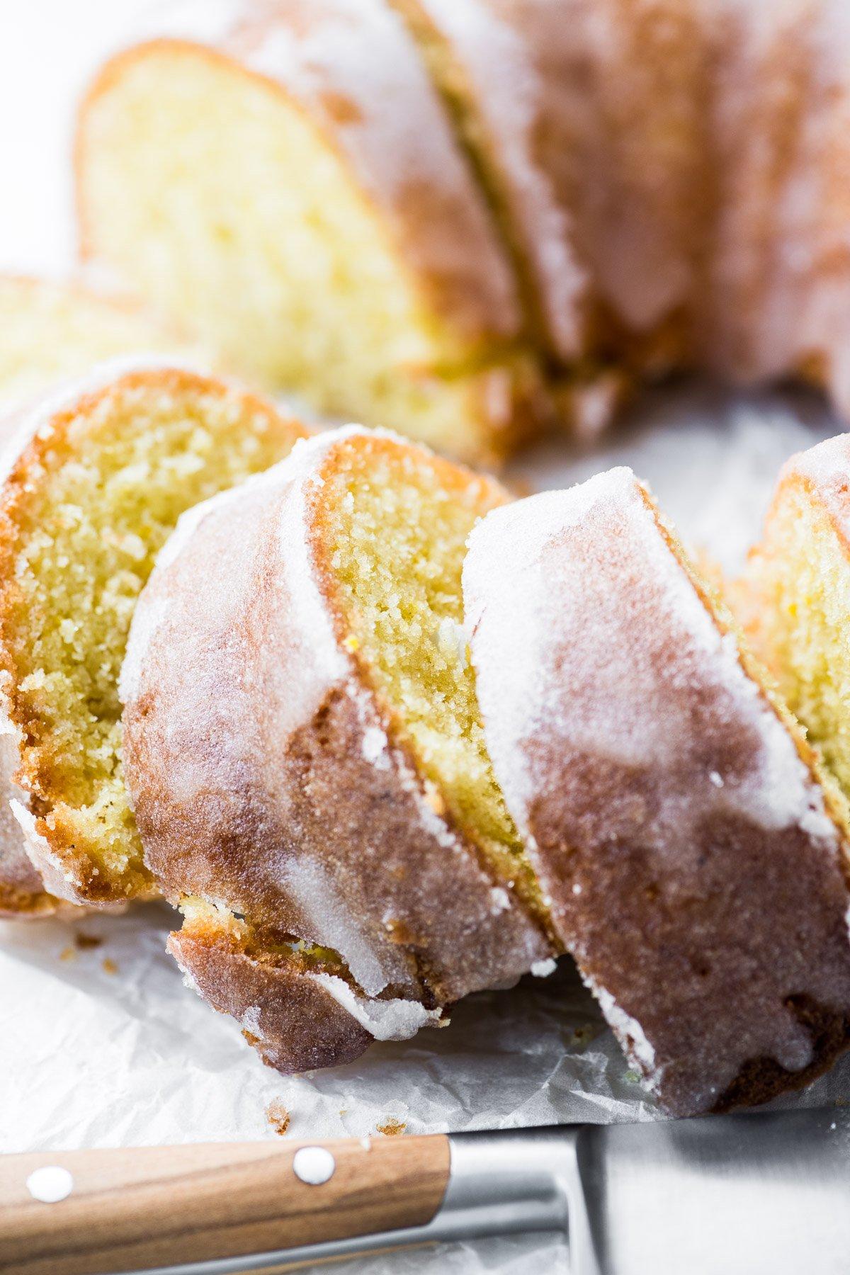 Lemon bundt cake, sliced, with knive
