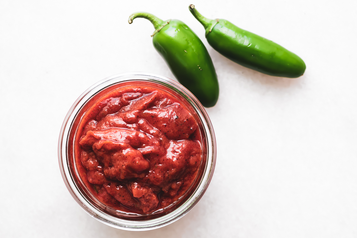 roasted jalapeño ketchup with jalapeño peppers
