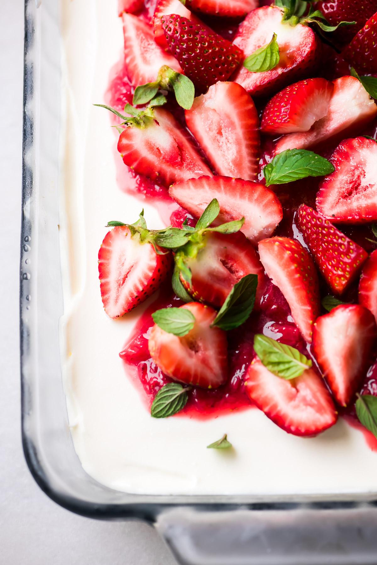 Creamy no bake strawberry cheesecake