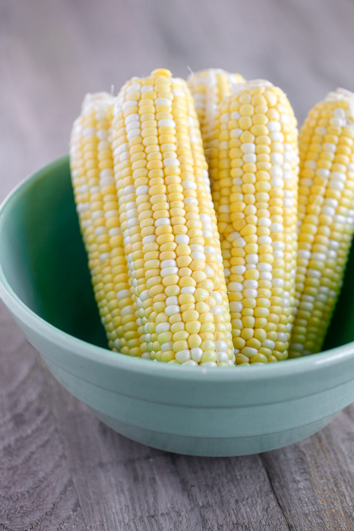 corn on the cob in a green bowl